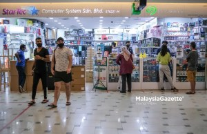 bookstores stationery computer shops The public start to visit shops selling telecommunication devices in Low Yat Plaza, Kuala Lumpur after the government allows them to operate throughout the National Recovery Plan (PPN). PIX: SYAFIQ AMBAK / Malaysiagazette / 16 JULY 2021