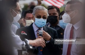 The Member of Parliament (MP) of Langkawi, Tun Dr Mahathir Mohamad joined the MPs of the opposition in an assembly at the Dataran Merderka before marching towards Jalan Parlimen in a demonstration after they were denied from entering the Parliament. PIX: HAFIZ SOHAIMI / MalaysiaGazette / 02 AUGUST 2021