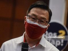Presiden Nasional Parti Gerakan Rakyat Malaysia, Datuk Dr. Dominic Lau Hoe Chai bercakap kepada media selepas meninjau Pusat Pemberian Vaksin (PPV) sempena Hari Kemerdekaan ke-64 di Menara PGRM, Kuala Lumpur. Foto AFFAN FAUZI, 31 OGOS 2021.