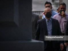 The Member of Parliament (MP) of Labuan, Datuk Rozman Isli arrives at the Kuala Lumpur Court Complex. He is charged with power abuse. PIX: SYAFIQ AMBAK / MalaysiaGazete / 14 OCTOBER 2021.