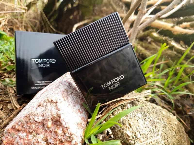 Tom Ford Noir à l'olfaction élégante et égnimatqiue.
