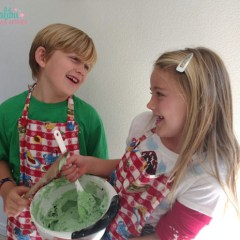 5 Reasons To Bake Holiday Cookies With Your Kids Plus 4 Easy Recipes
