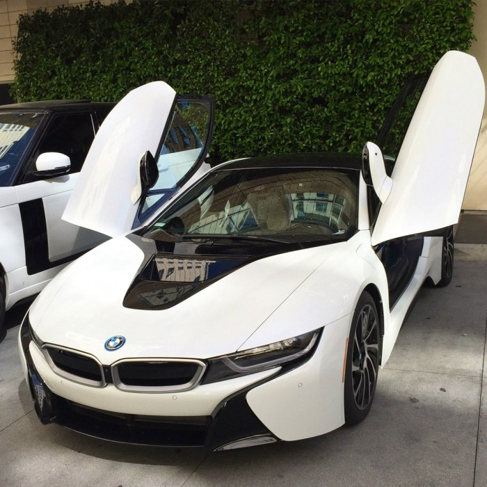 2015 BMW i8 Pure Impulse World Coupe 2-Door Sports Car