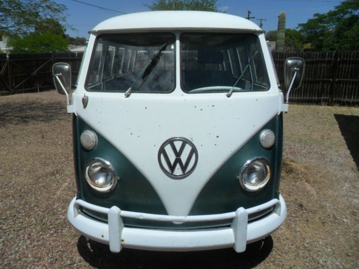1963 Volkswagen Bus Vanagon 15 Window Deluxe VW Micro Bus