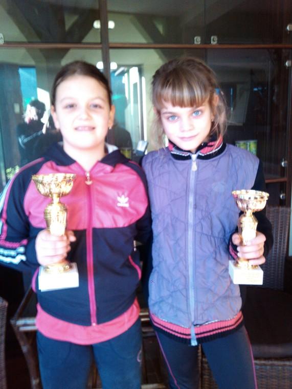 Emilija Zdravković i Teodora Marjanović, finalistkinje OP Niša do 10 godina, Teniska akademija Živković