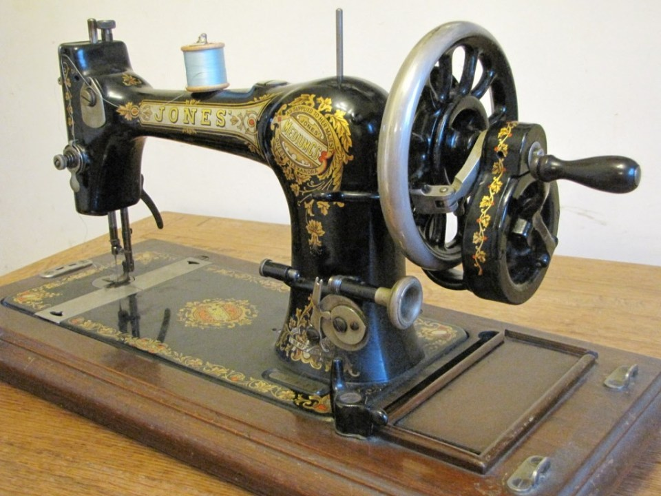 Vintage sewing machine 008