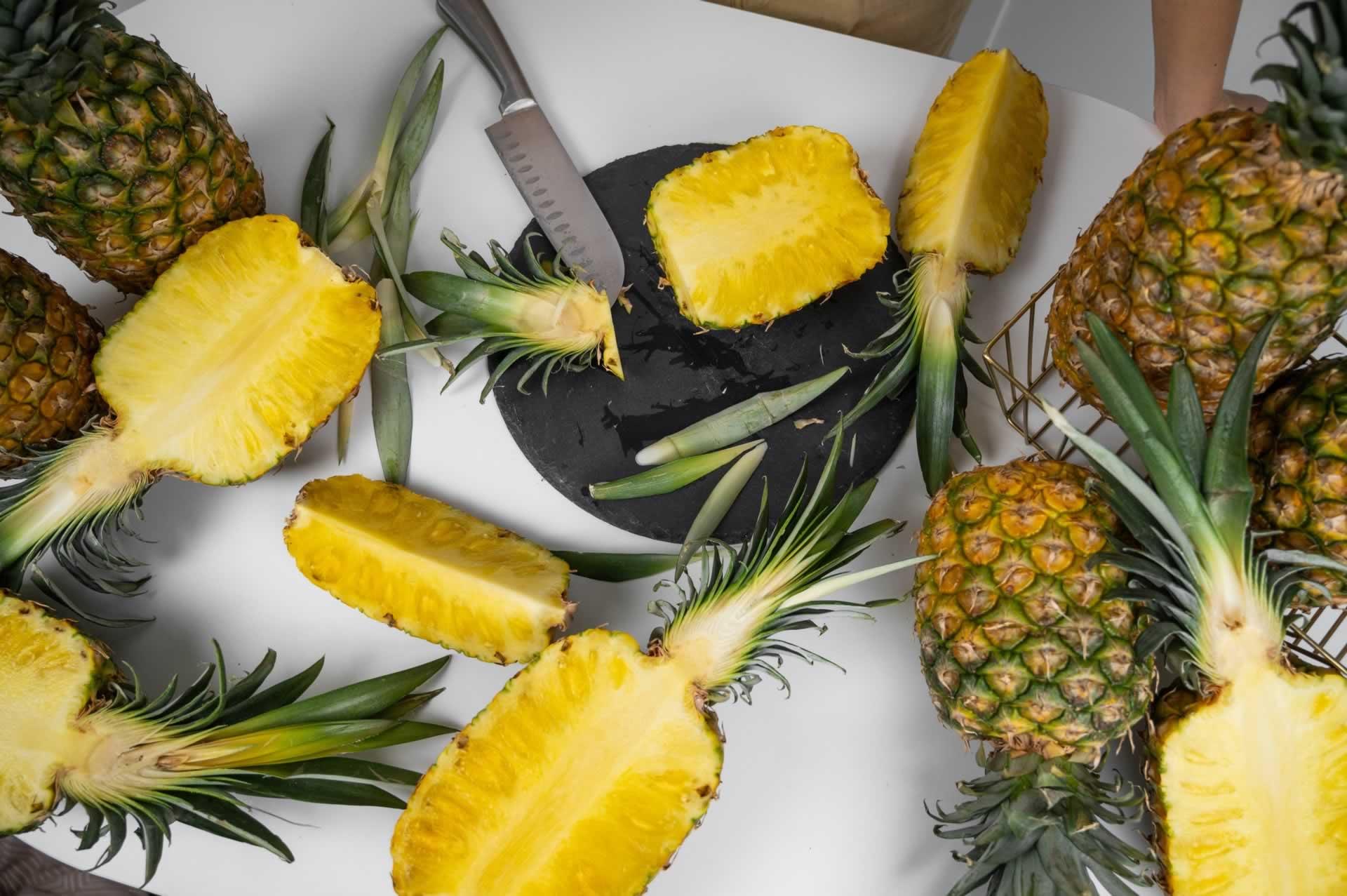 sliced pineapples