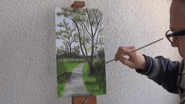 11-Fruehlingsbild-Weg-mit-Baum-und-Pferdekoppel