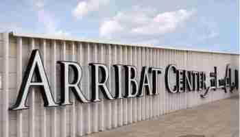 Facade de Arribat Center avec le Logo