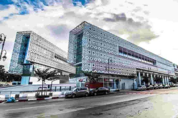 Facade extérieure du Centre Commercial Arribat Center