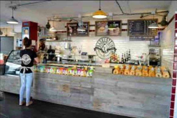 Photo de l'intérieur d'un restaurant Bagelstein