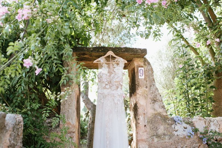 simply-perfect-boho-chic-inspired-beach-wedding-in-majorca-mallorca-boutique-weddings-2018-5
