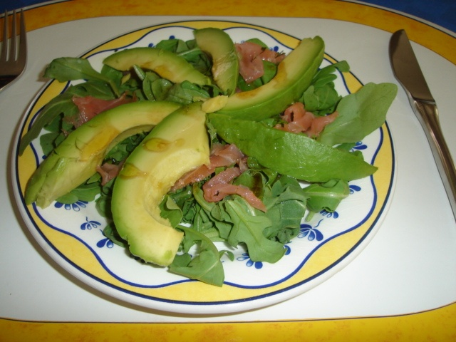 Avocado mi Lachs und Rucola