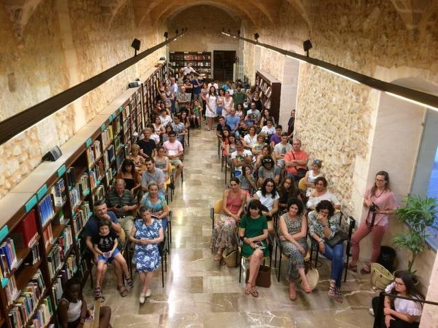 200617 Rita Shely besar la terra biblioteca de manacor