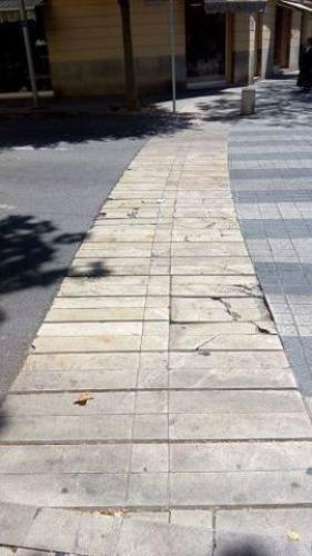 210617 plaza columnas pavimento peligro 2