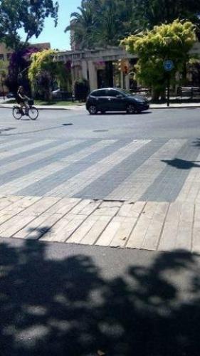 210617 plaza columnas pavimento peligro