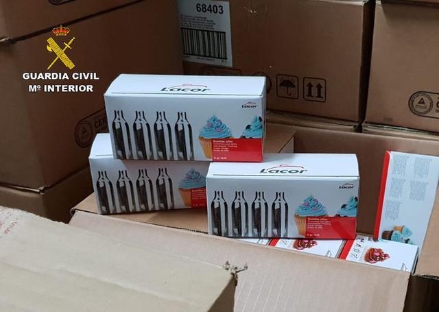 La venta y consumo en la vía pública del 'gas de la risa' estaba provocando una situación de alarma social en la localidad (Foto: Guardia Civil)