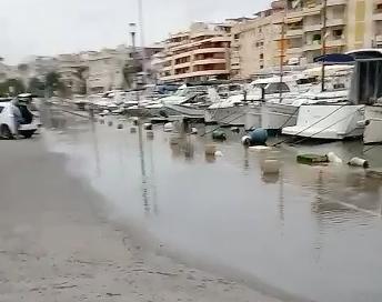 Barcos y coches al mismo nivel tras la rissaga en Porto Cristo