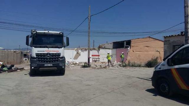 La primera casa ha sido ya derrumbada (Foto: Cort)