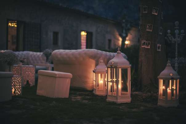 White inflatable sofas can be paired with carved wooden vintage lanterns and padded white cubes