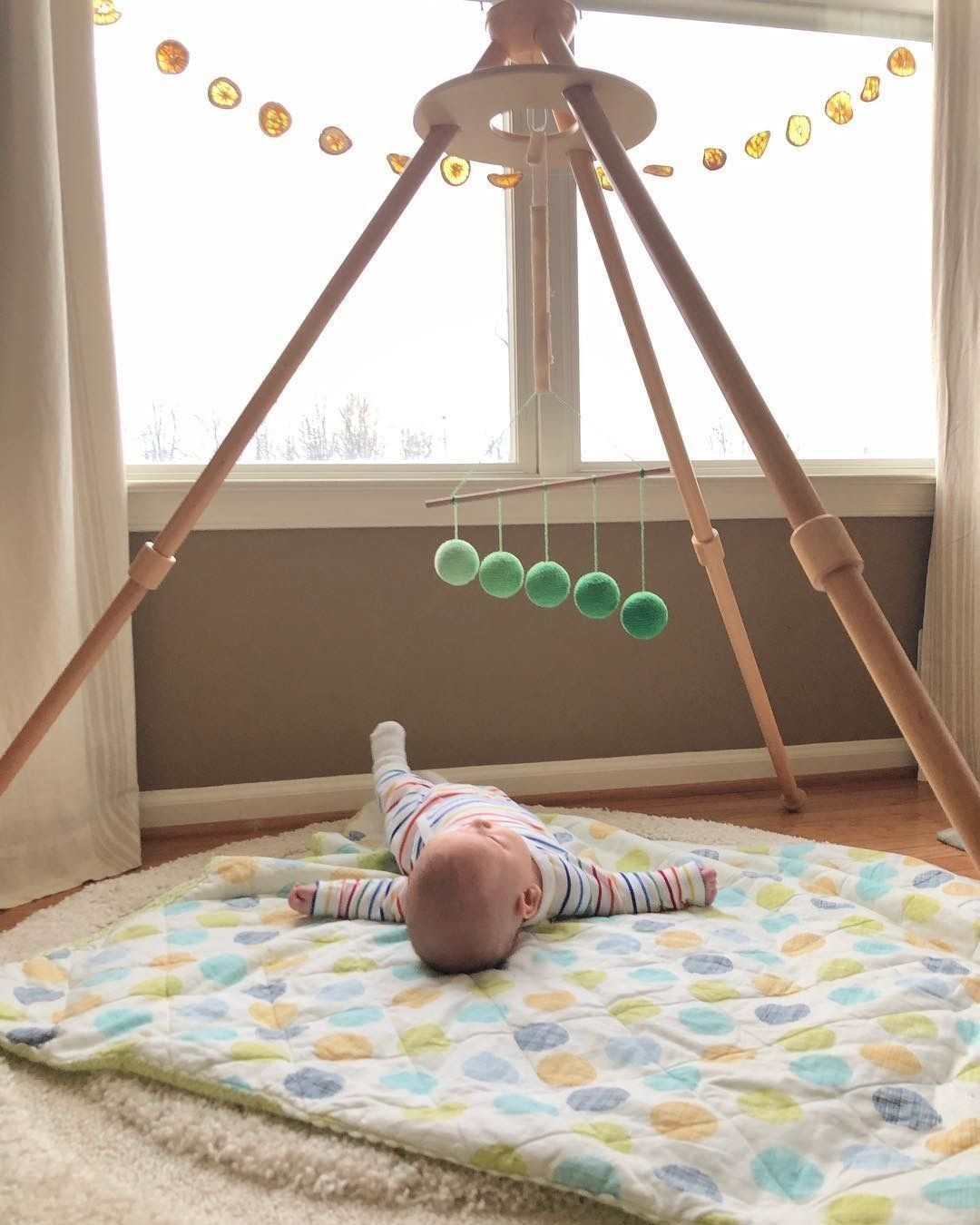 montessori, pikler, movimiento libre, decoración infantil, maloo studio, bebé