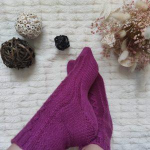 Camélia socks - Chaussettes au tricot - Torsades - Maloraé Designs