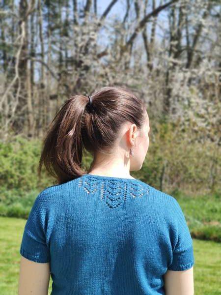 Libellula Tee, top au tricot - Patrons femme pour l'été - Maloraé Designs