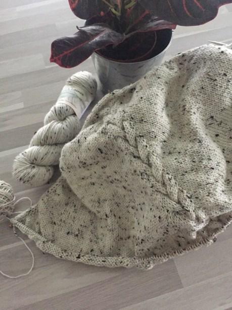 Châle Heuchera en cours de tricot