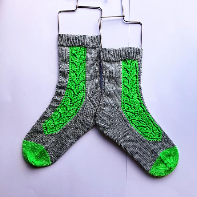 Villiviini - Chaussettes au tricot - Patron gratuit -Maloraé Designs