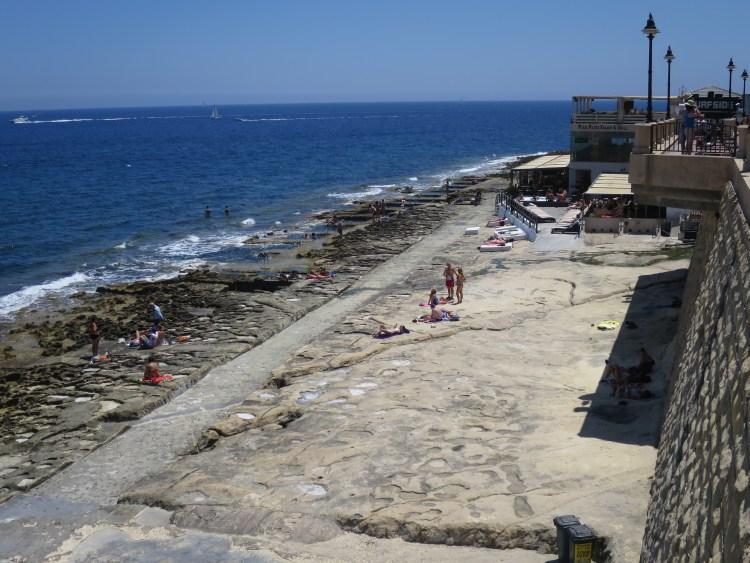スリーマのビーチ