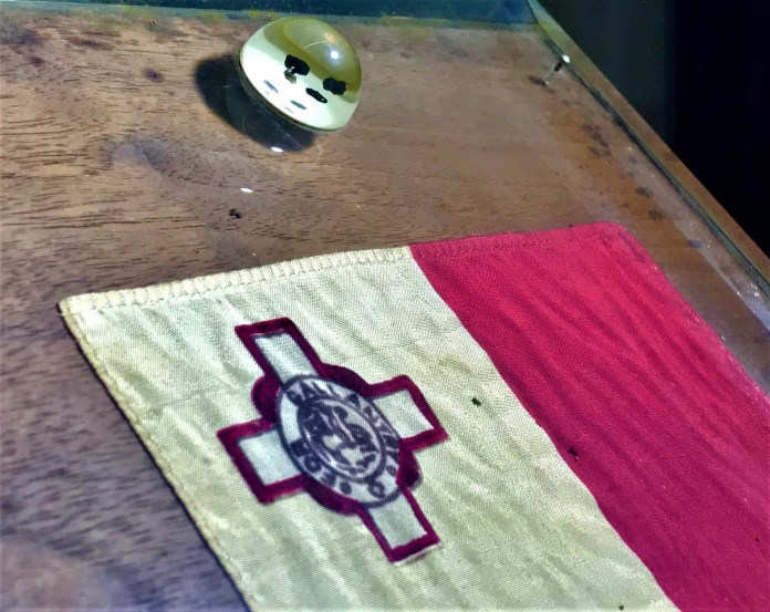 Moon fragment and Maltese flag (source: Heritage Malta media department)