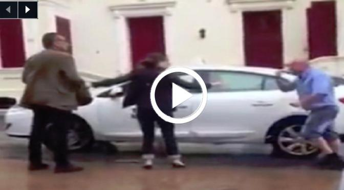 VIDEO: Taxi Driver attacks a Tourist