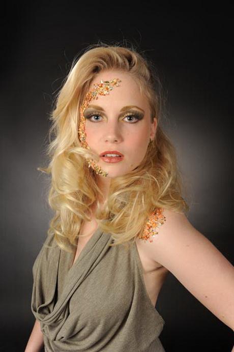 Blaue augen blonde haare