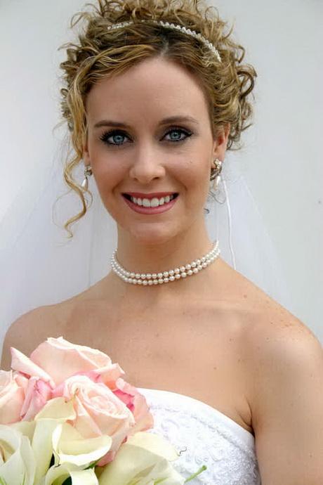 Brautfrisur mittellang