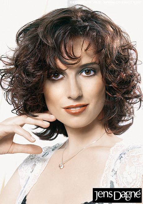 Freche kurzhaarfrisuren für damen von den hollywood stars inspiriert. Haarfrisuren mittellang lockig