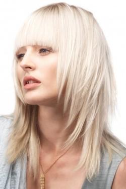 Stufen haarschnitt schulterlang
