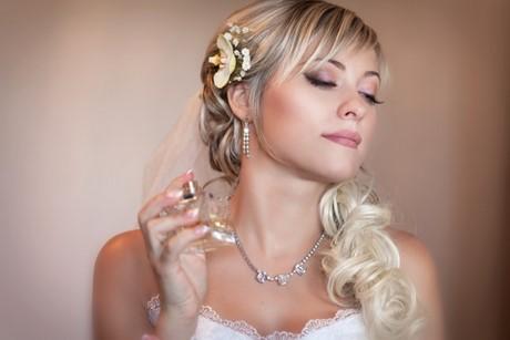 Brautfrisuren mit pony und schleier