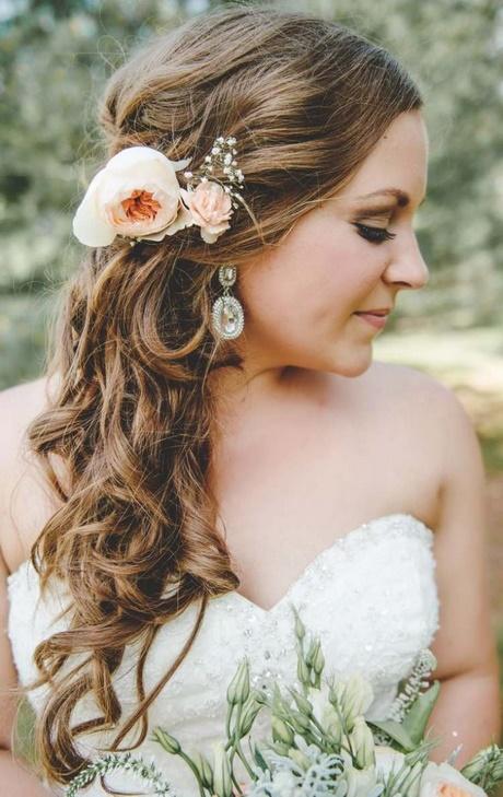 Brautfrisuren seitlich gesteckt locken