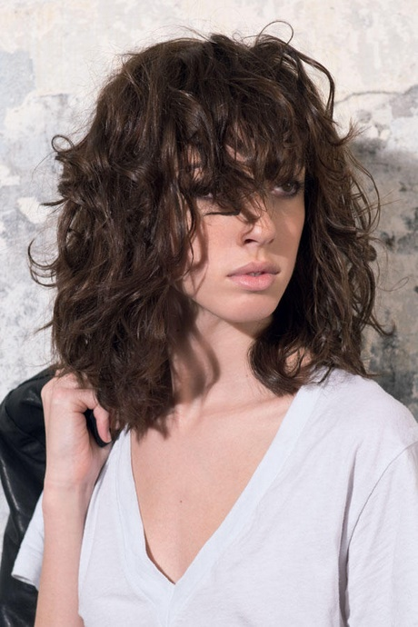 Frisuren Damen Locken Frisuren Mittellang Lockig Mit Pony