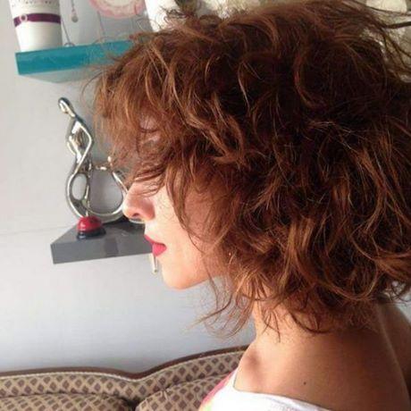 Haarschnitt locken mittellang