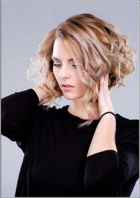Frisuren damen mittellang naturlocken