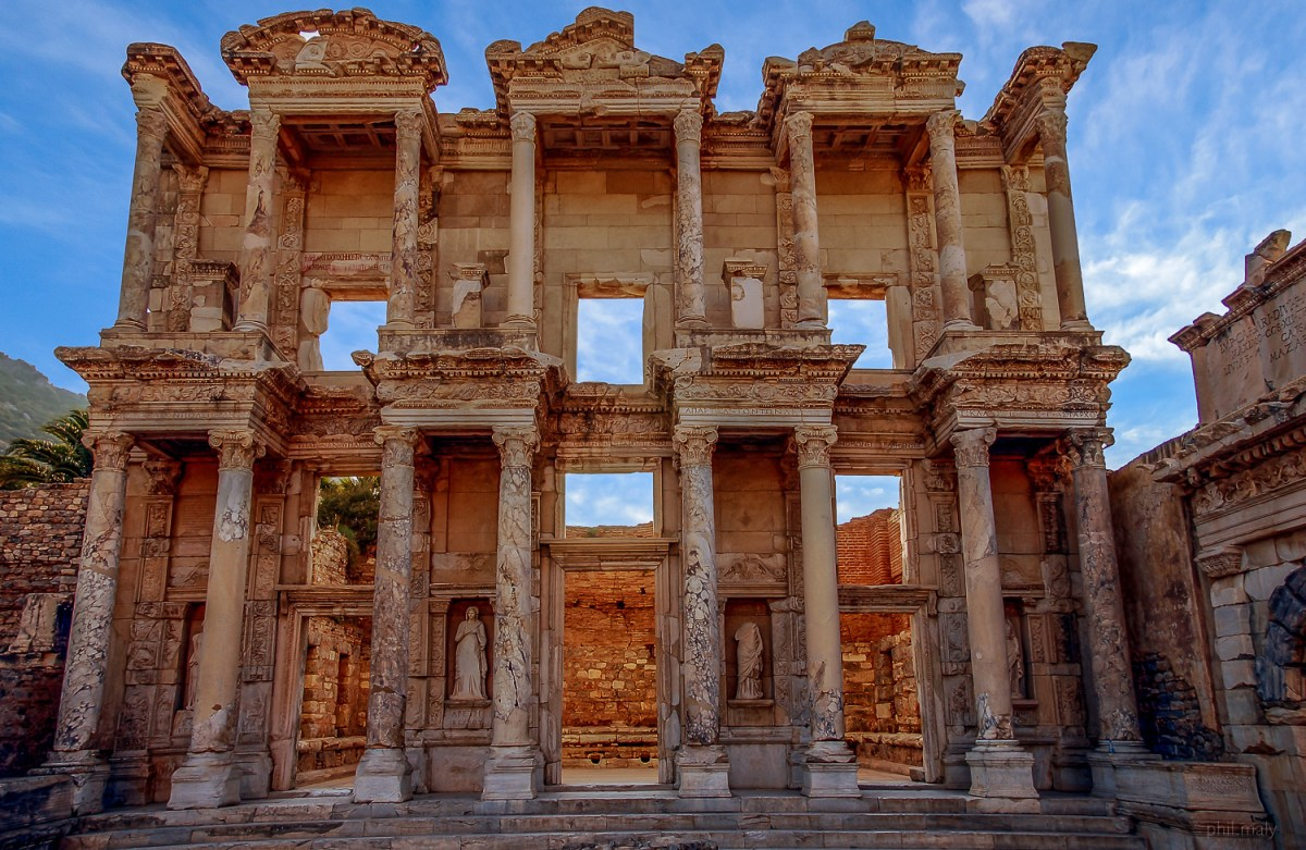 Stunning antic temple in the city of Ephese