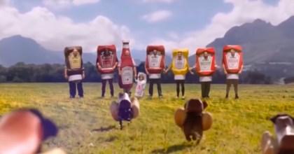 VIDEO: Jezevčíci skečupem adalší vtipné spoty