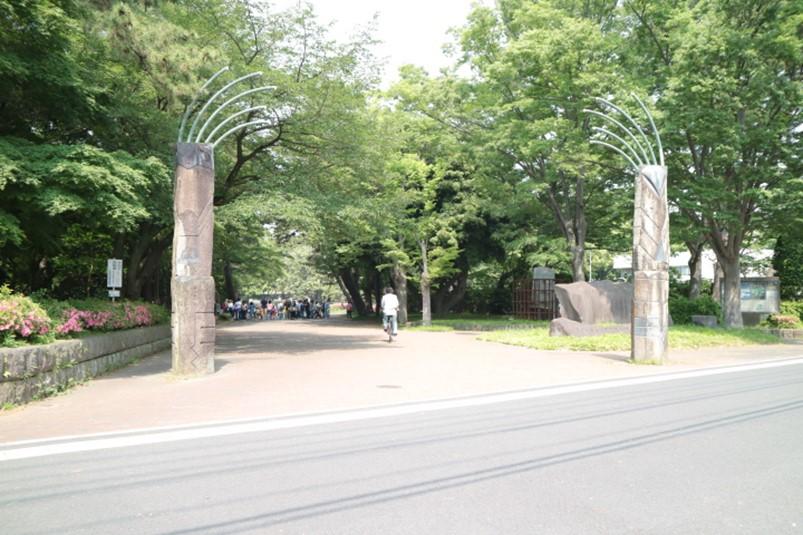 平塚市総合公園東側の門