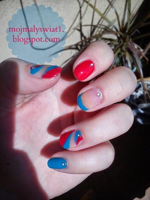 paznokcie czerwono niebieskie