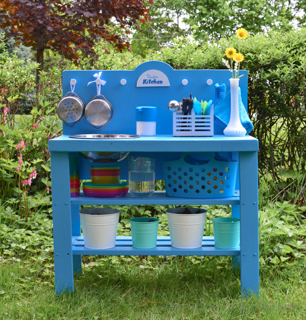 www.adventure-in-a-box.com-diy-outdoor-play-kitchen-from-an-old-shelf