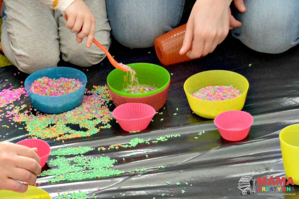 ryż barwiony do zabawy
