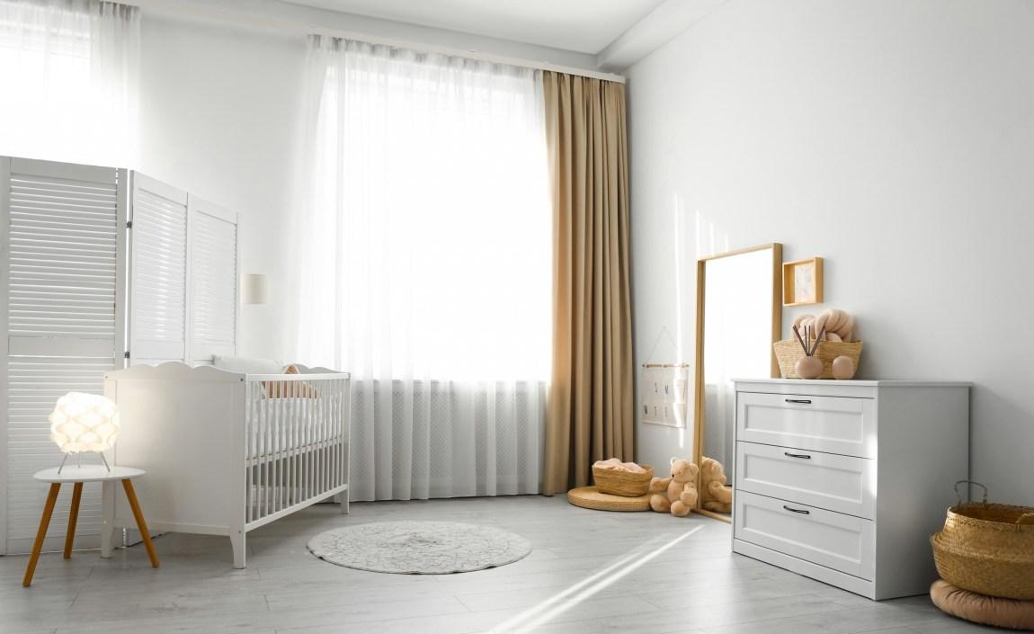 Firanki panele, czyli praktyczna dekoracja okna w pokoju dziecka.