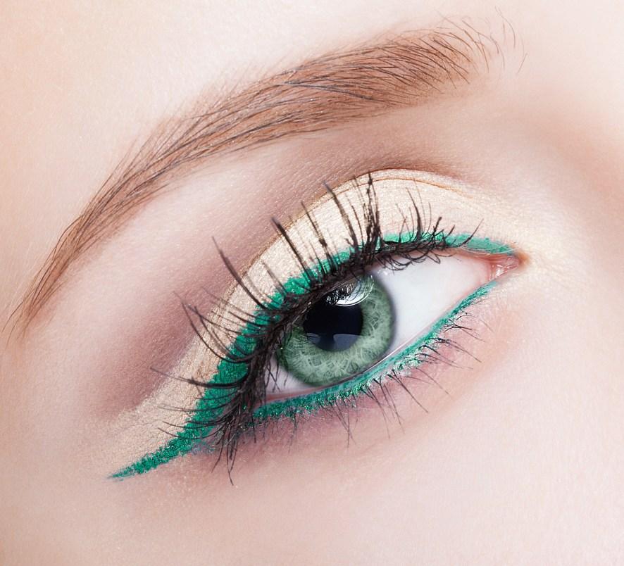 Makijaż oczu bez użycia cieni - podkreśl spojrzenie kolorowym eyelinerem