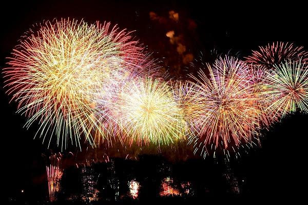 開港祭2019花火大会の日程と時間!有料席チケットとクルージング予約方法